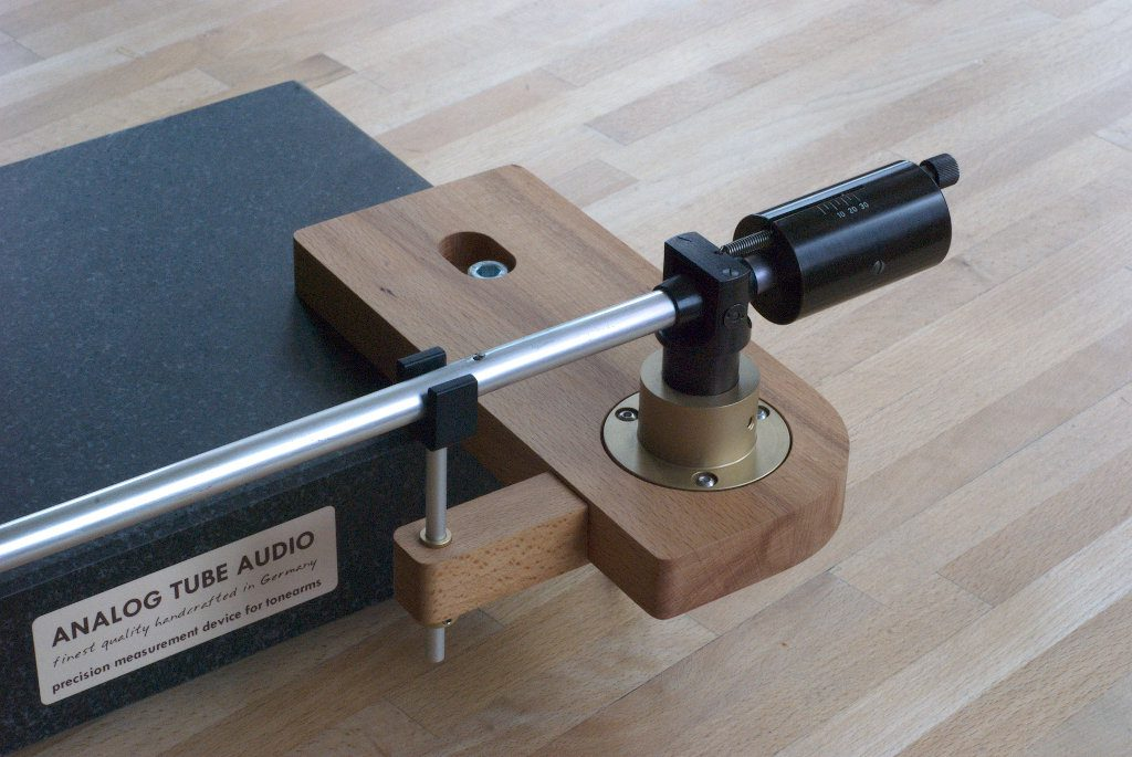 Armboard für Ortofon Tonarme mit Armhalter montiert