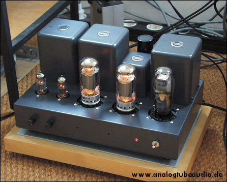 Uchida / Sun Audio, Japan Röhrenverstärker mit F2A11 Endröhren triode amp